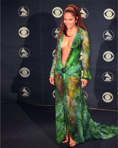 جنيفر لوبيز فستان مثير