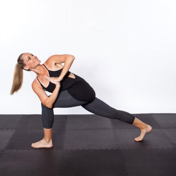 yoga twisting lunge