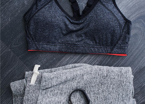 Heather Gray Gym Clothes and Sneakers for Your Best Neutral Wardrobe