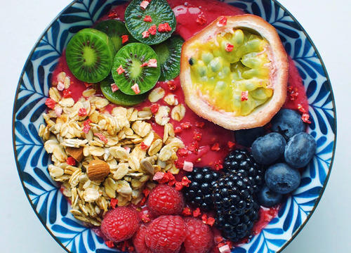 15 Toppings and Ingredients That Boost Your Smoothie Bowl