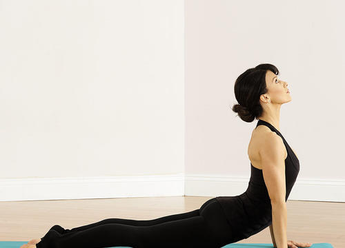 The 5 Yoga Poses Hilaria Baldwin Swears By for a Centered Mind and Sculpted Body
