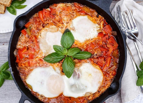 Satisfy Your Stomach with This Whole-Grain Shakshuka Recipe for Brunch