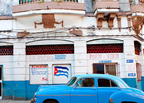How 10 Days In Cuba Taught Me to Talk Instead of Text