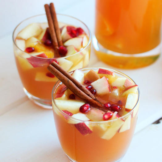 20 low calorie holiday cocktail recipes shape magazine for Cocktail 0 calorie