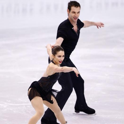Are any of the figure skating pairs dating