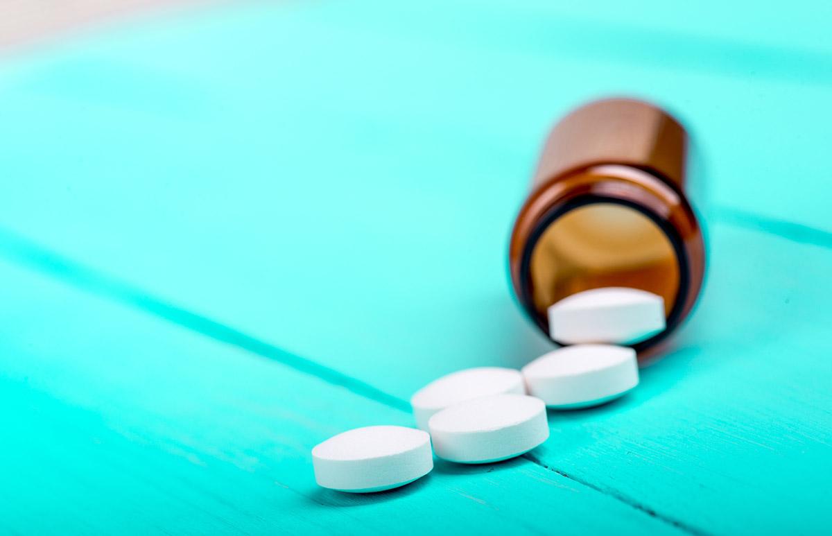1200-bottle-of-painkillers.jpg