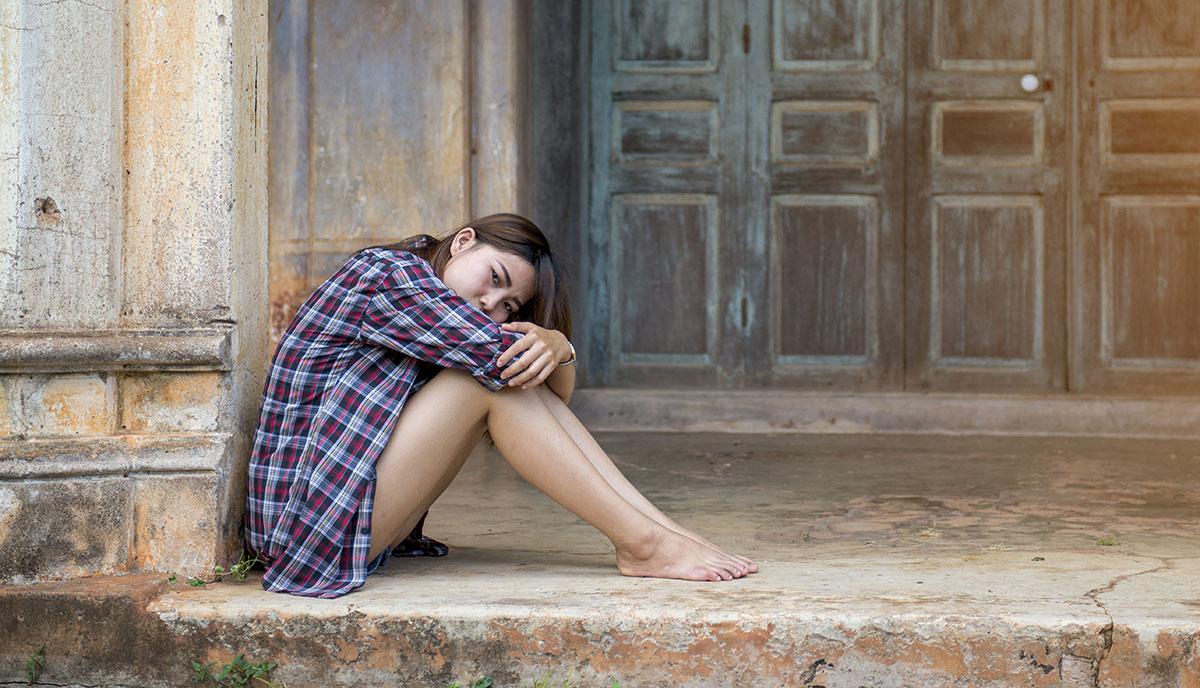 1200-depressed-woman-outside.jpg
