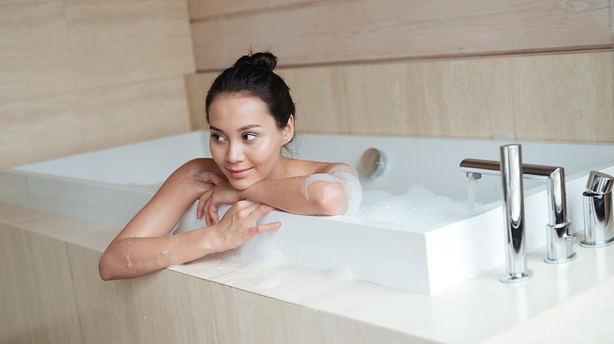 1200-woman-in-bath.jpg