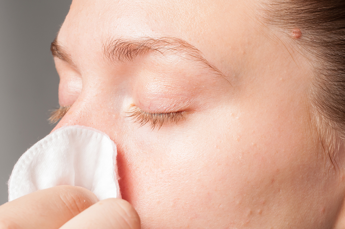 1200-woman-tissue-to-nose.jpg