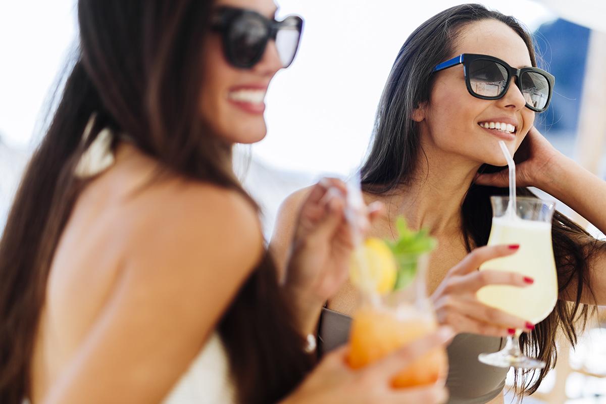 1200-women-on-beach-cocktail.jpg