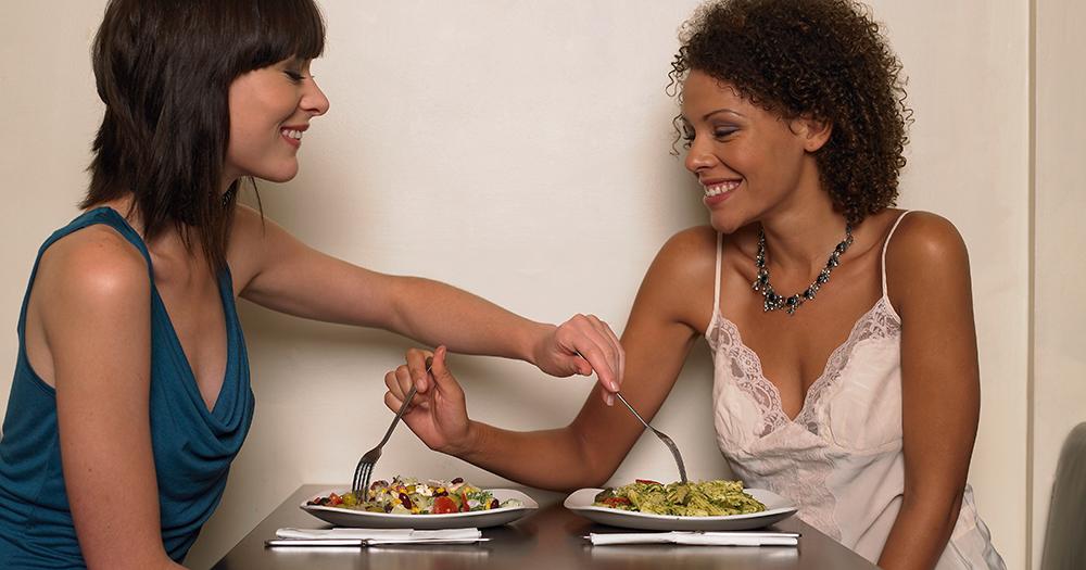 wide-women-eating-salad.jpg