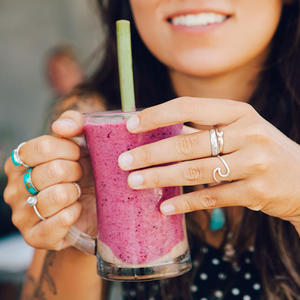 Are Shakes Actually a Healthy Meal Replacement?