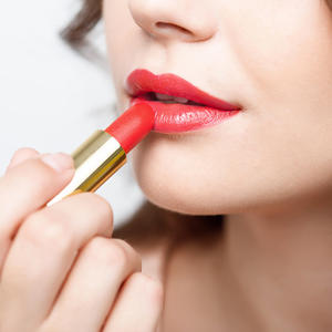 Should You Switch to Gluten-Free Makeup?