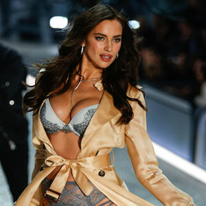 Irina Shayk Makes Her Victoria's Secret Fashion Show Debut While Pregnant