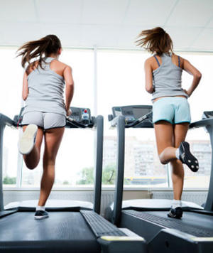 Commit busty chick on a treadmill does not