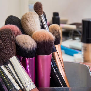 Here's Why You Defintely Shouldn't Share Makeup Brushes