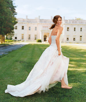 Wedding Checklist: 6 Things Every Bride Should Have In Her Wedding Bag