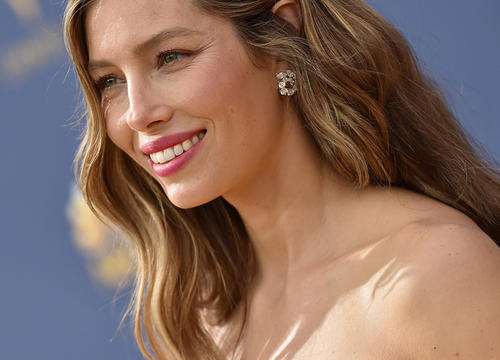 Watch Jessica Biel Do the Most Intense Variation of Skater Squats Like It's NBD