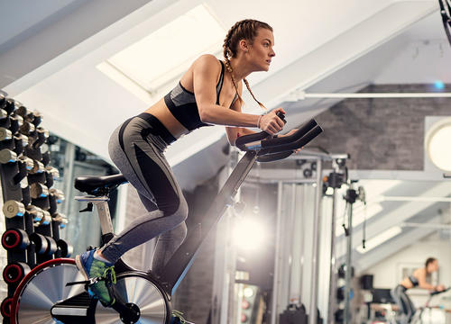 The 30-Minute Spinning Workout You Can Do On Your Own