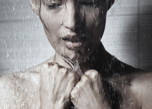 The Benefits of Cold Showers Will Make You Rethink Your Bathing Habits