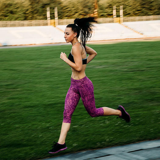 woman running for ab workout core benefits