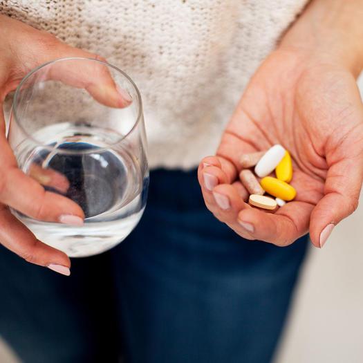 acne-flare-ups-probiotics-vitamins
