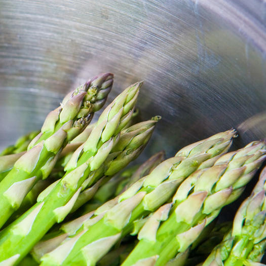 asparagus as a food to help with bloat