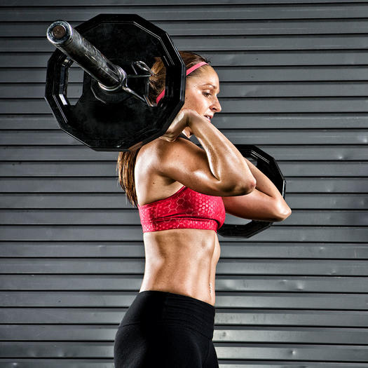 woman lifting heavy weights for weight loss and to burn fat