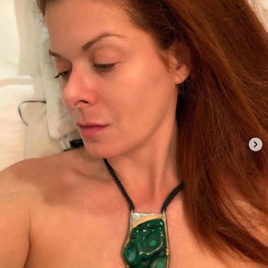 Debra Messing wearing malachite crystal necklace