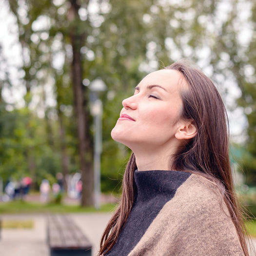 woman deep breathing to destress for weight loss