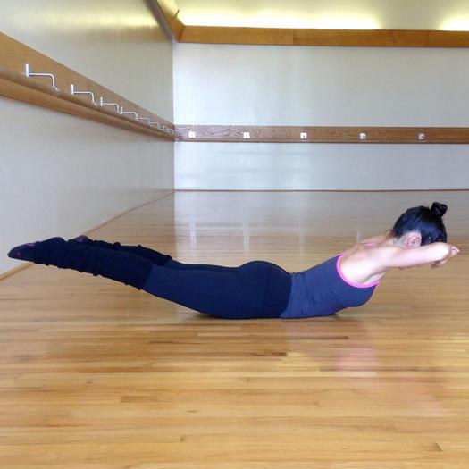 Allison Williams Core Fusion Barre Workout  Shape Magazine-4322