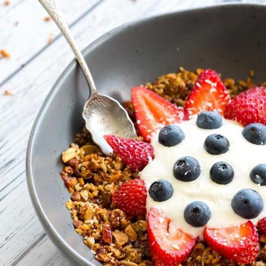 keto granola breakfast cereal