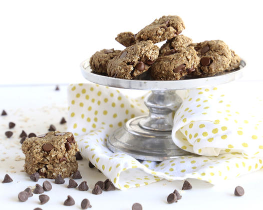 Vegan Oatmeal Chocolate Chip Cookies healthy holiday recipe