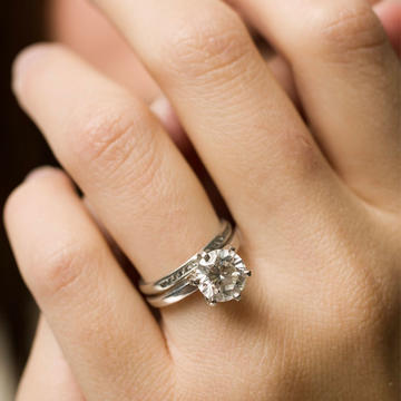 New Trend Hand Lifts For Engagement Ring Selfies