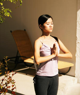 yoga poses how to do a basic sun salutation  shape magazine