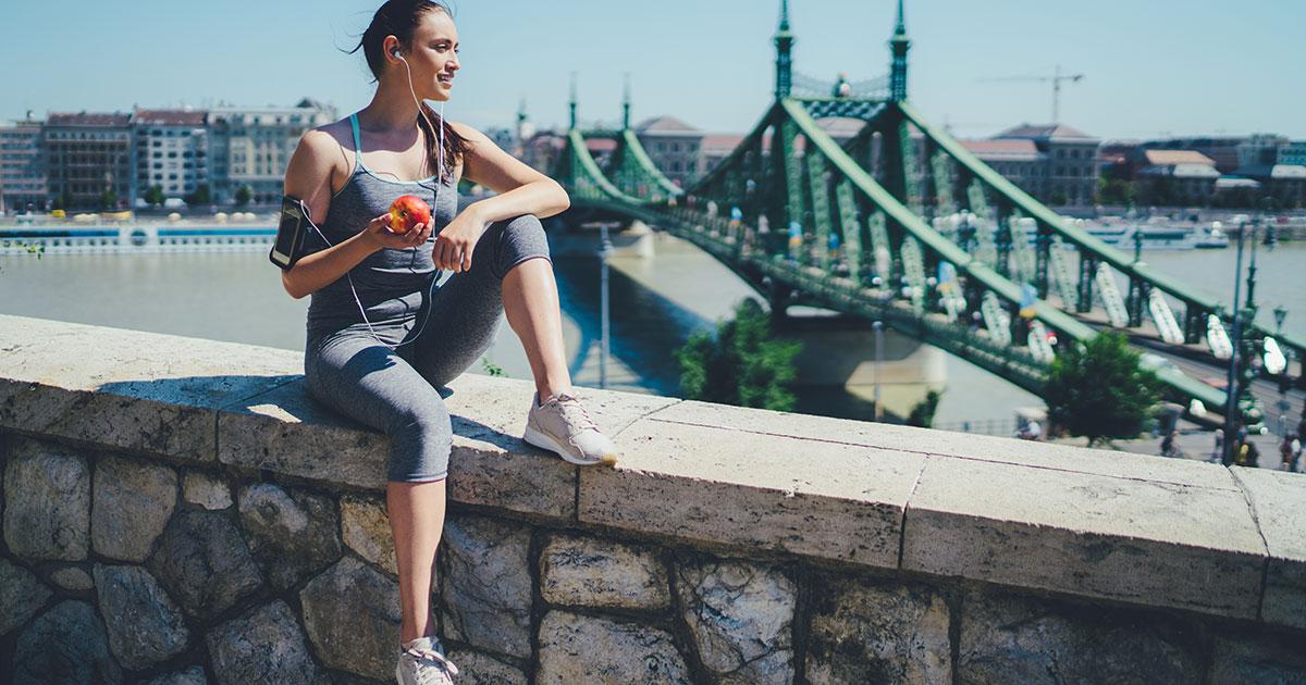 woman-eating-apple-snack-before-running.jpg